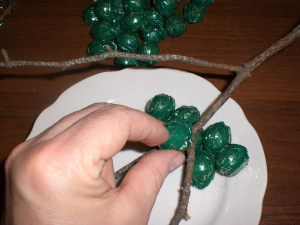 Как сделать новогоднюю гроздь своими руками 36