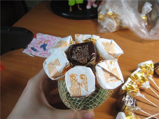 Мячик из конфет